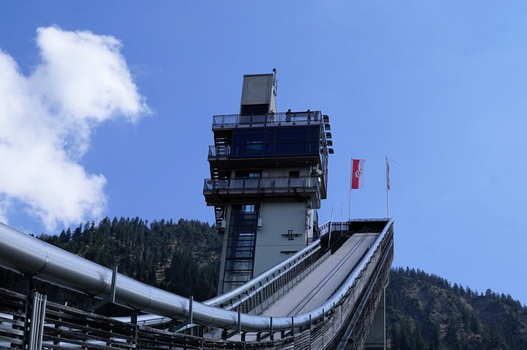 Bukmacher STS zmniejsza przegrane za obstawienie skoków narciarskich